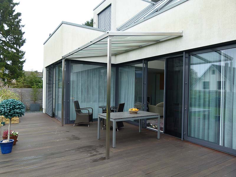 Terrassenüberdachungen Aus Edelstahl Und Glas Setzen Nicht Nur Neue  Maßstäbe In Design Und Qualität, Sondern Bieten Außerdem Höchsten Komfort  Und Schutz Auf ...